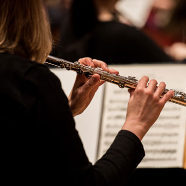 The Stamford Symphony subscriber enjoys a series of five orchestral concerts, each performed on Saturday night and Sunday afternoon. As a subscriber, you have the opportunity to add on four Limited Engagement performances at preferential pricing. New subscribers get 50% off the first time they subscribe to a five or six concert series, along with many other benefits. Email us at office@stamfordsymphony.org to learn more!